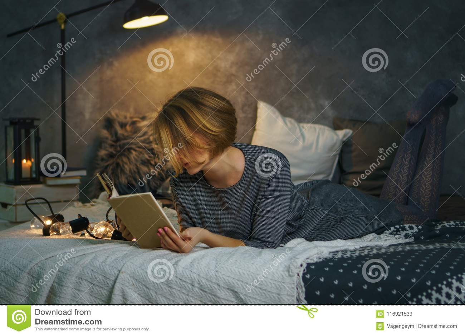 ανάγνωση κοριτσιών βιβλίων
