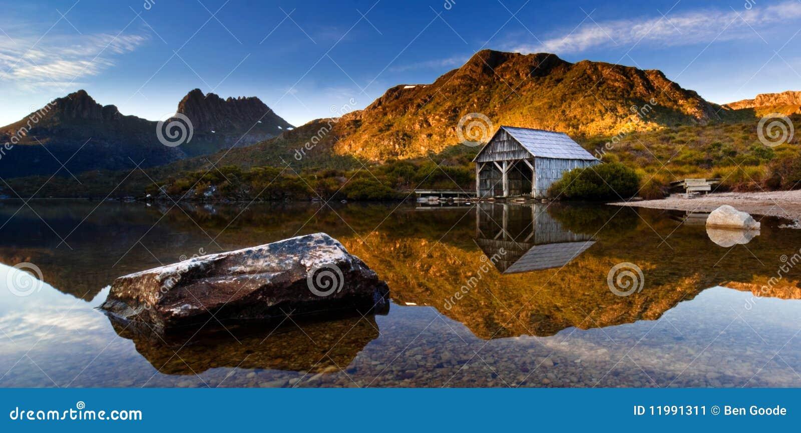 ανατολή βουνών λίκνων