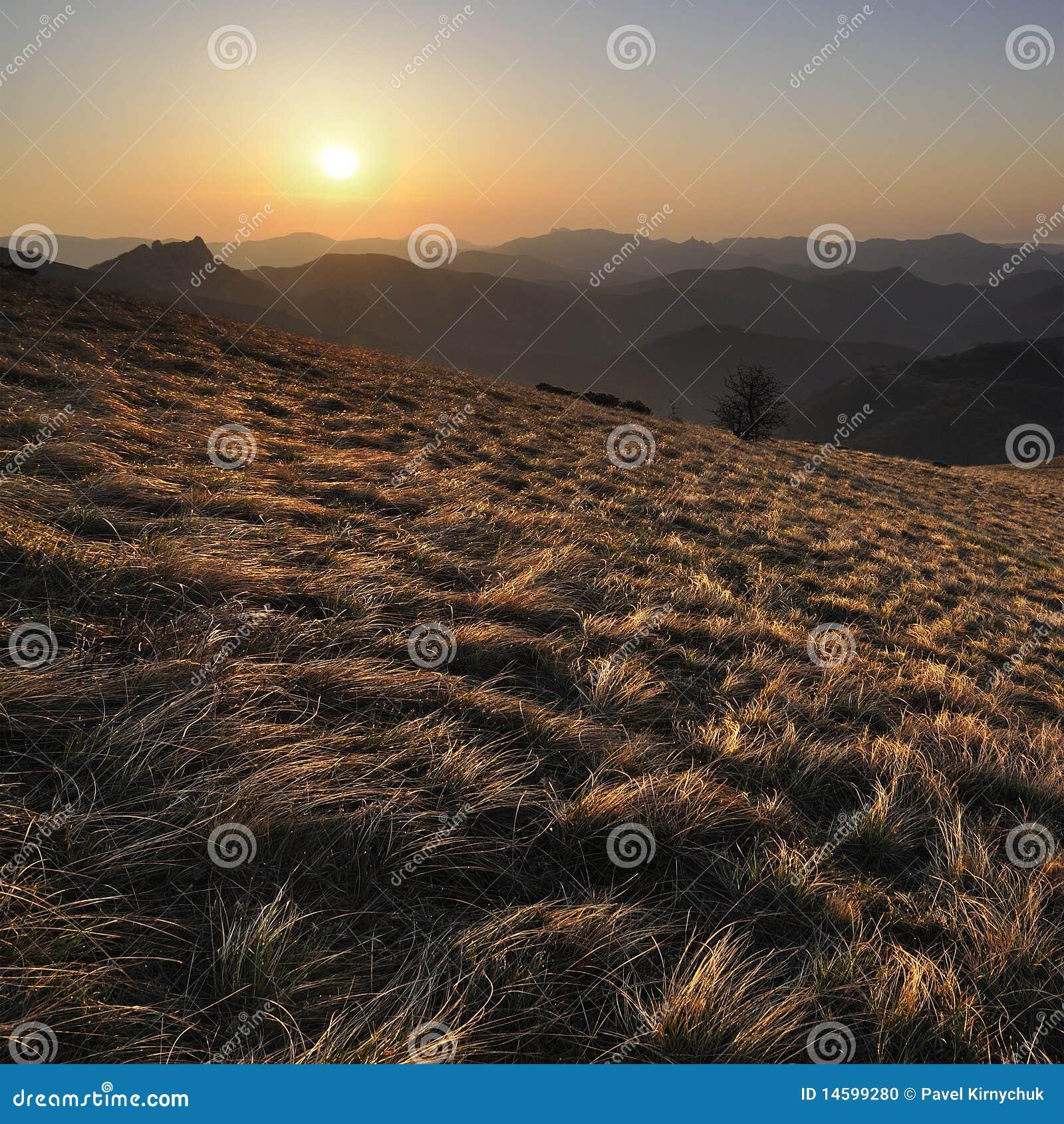 ανατολή βουνών