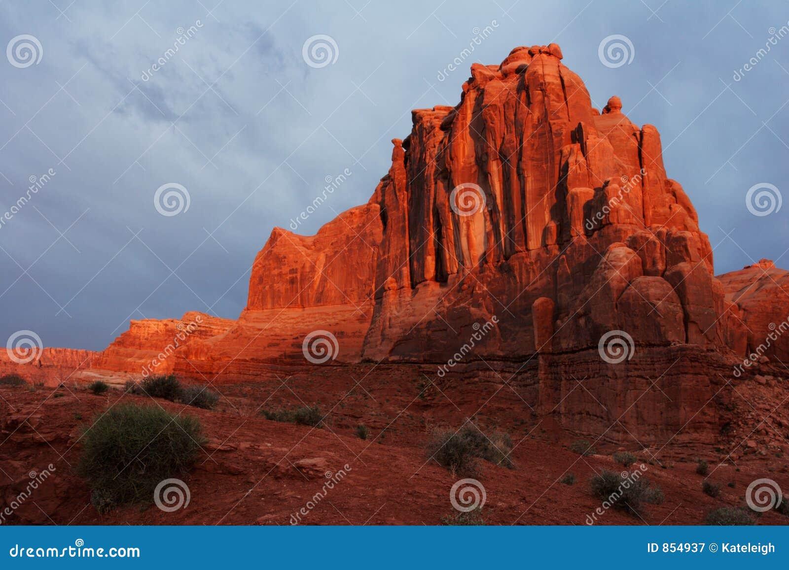 ανατολή βράχων ερήμων