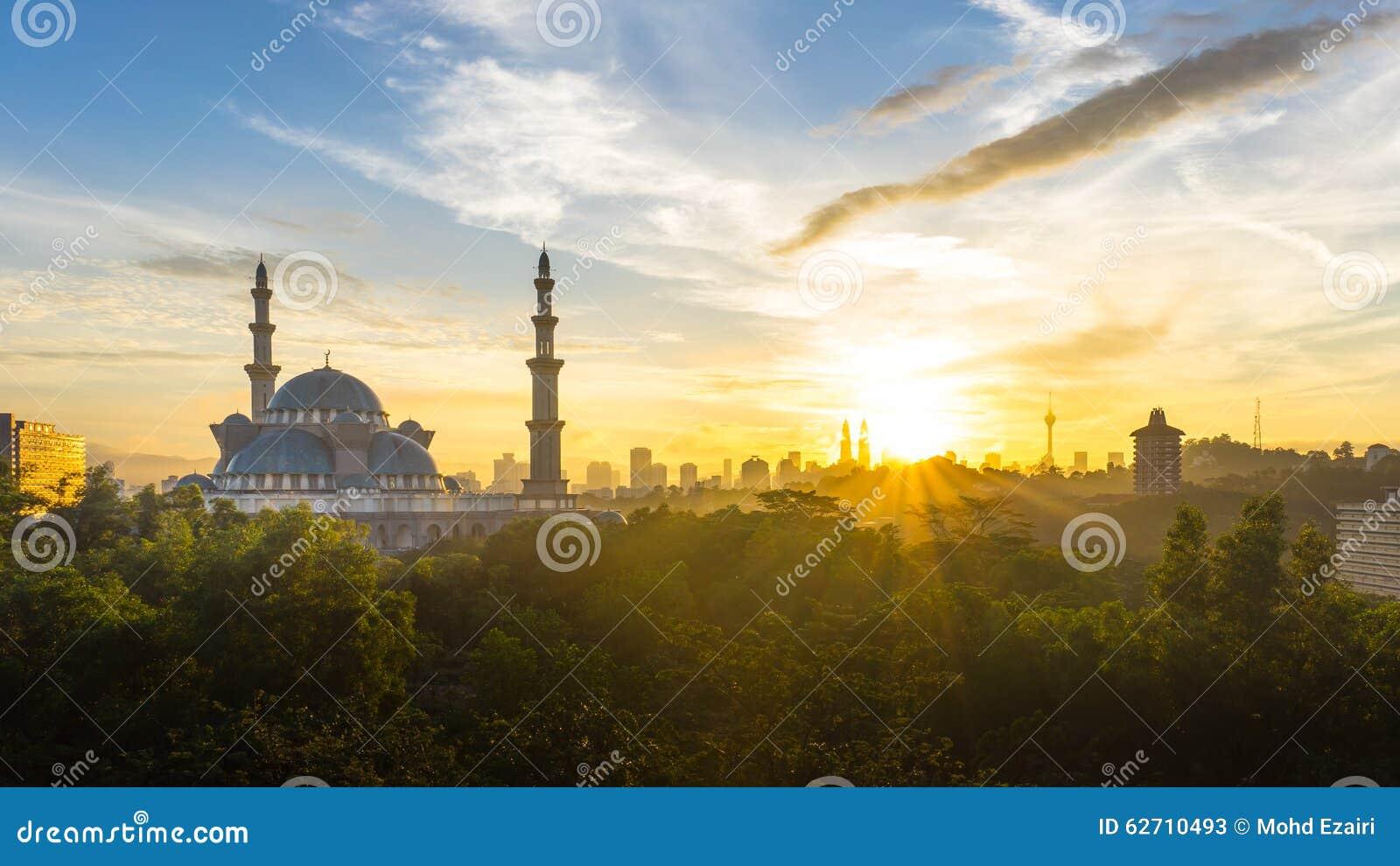 Ανατολή στο ομοσπονδιακό μουσουλμανικό τέμενος, Κουάλα Λουμπούρ Μαλαισία