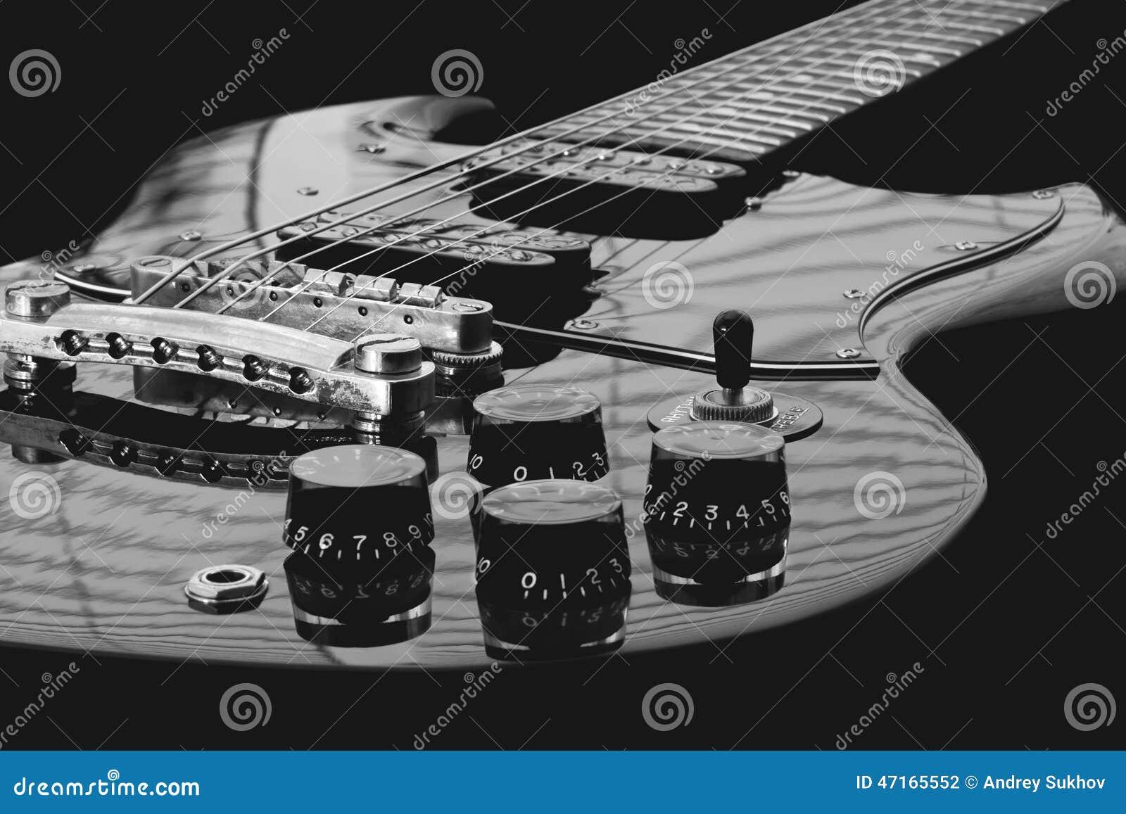 Αναδρομική ηλεκτρο κιθάρα