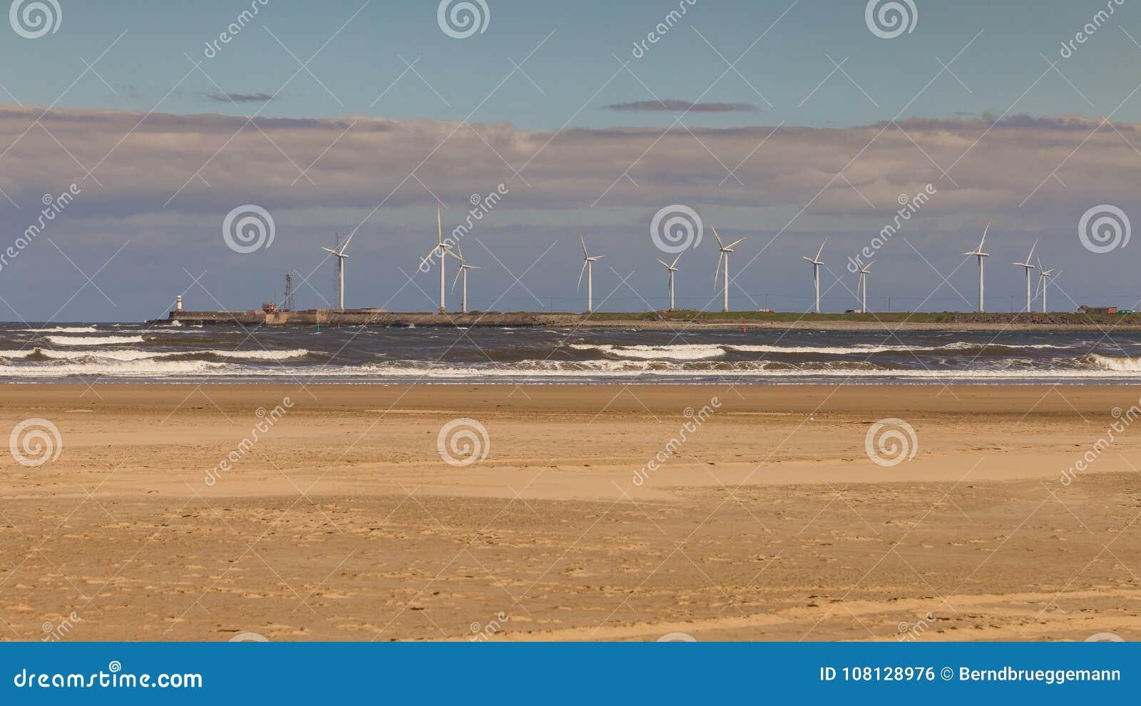 Ανεμοστρόβιλοι στην ακτή Βόρεια Θαλασσών, Hartlepool, UK