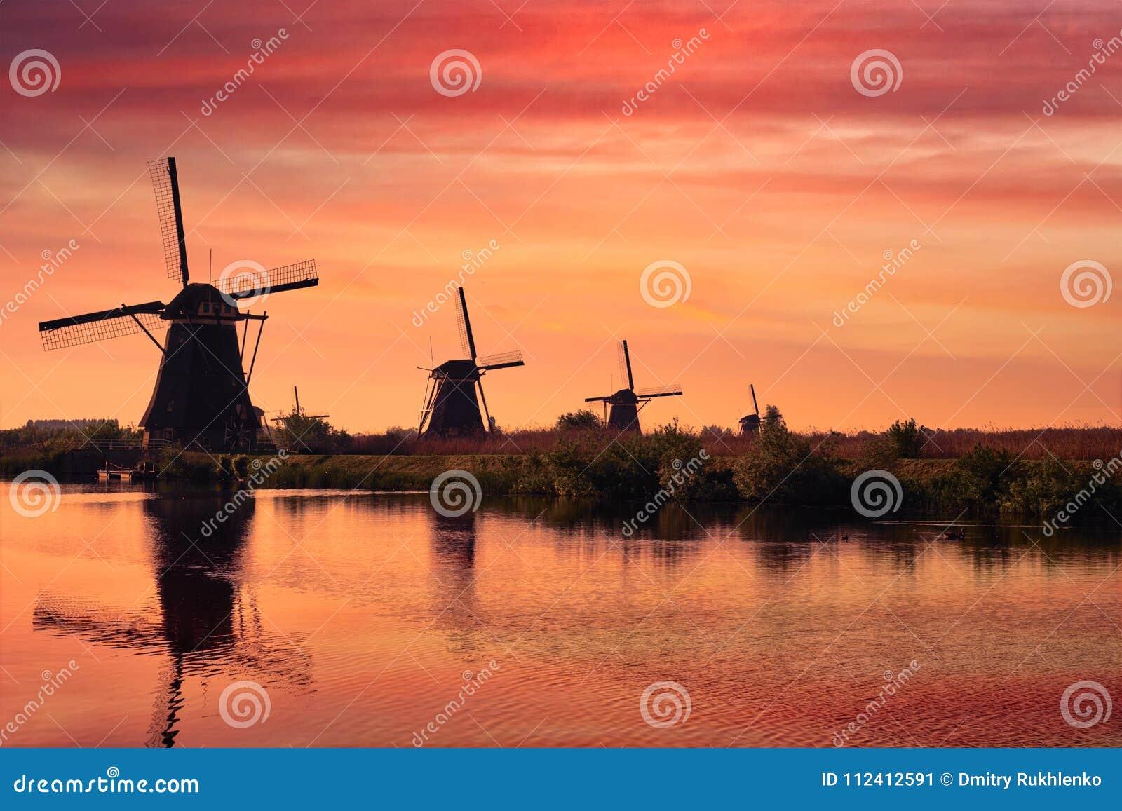 Ανεμόμυλοι σε Kinderdijk στην Ολλανδία netherlands
