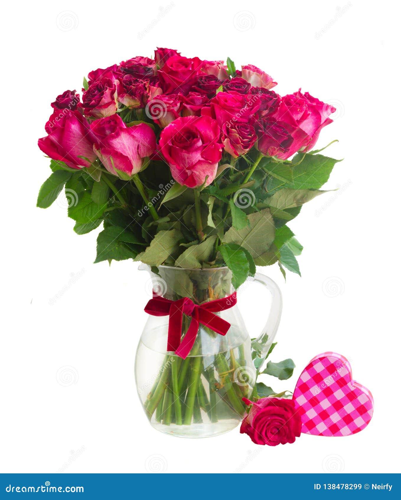 Ανθοδέσμη των ανθίζοντας σκούρο κόκκινο τριαντάφυλλων στο βάζο