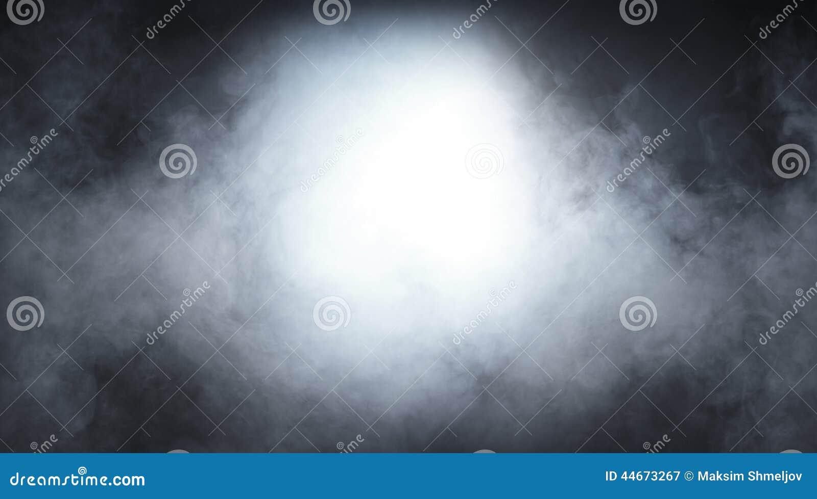 Ανοικτό γκρι καπνός σε ένα μαύρο υπόβαθρο