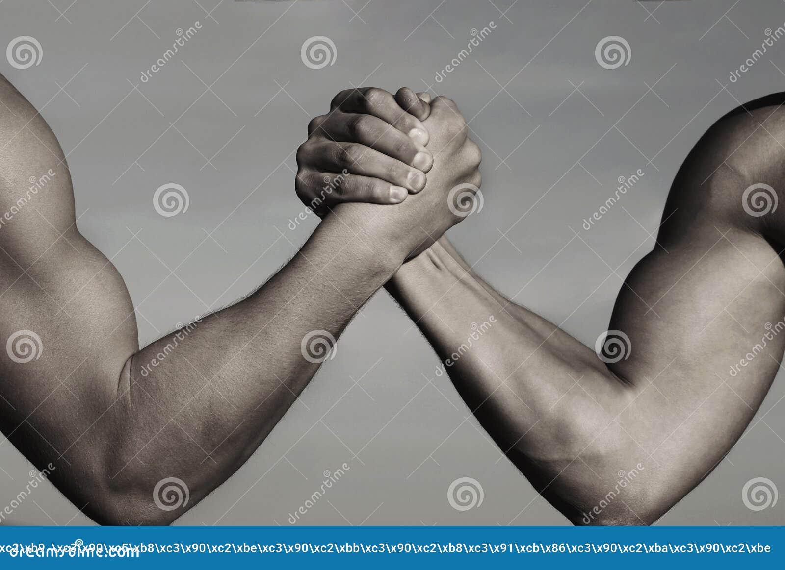 Ανταγωνισμός, εναντίον, πρόκληση, σύγκριση δύναμης ενάντια στη ληφθείσα άτομα άσπρη πάλη δύο ανασκόπησης βραχιόνων Όπλα που παλεύ