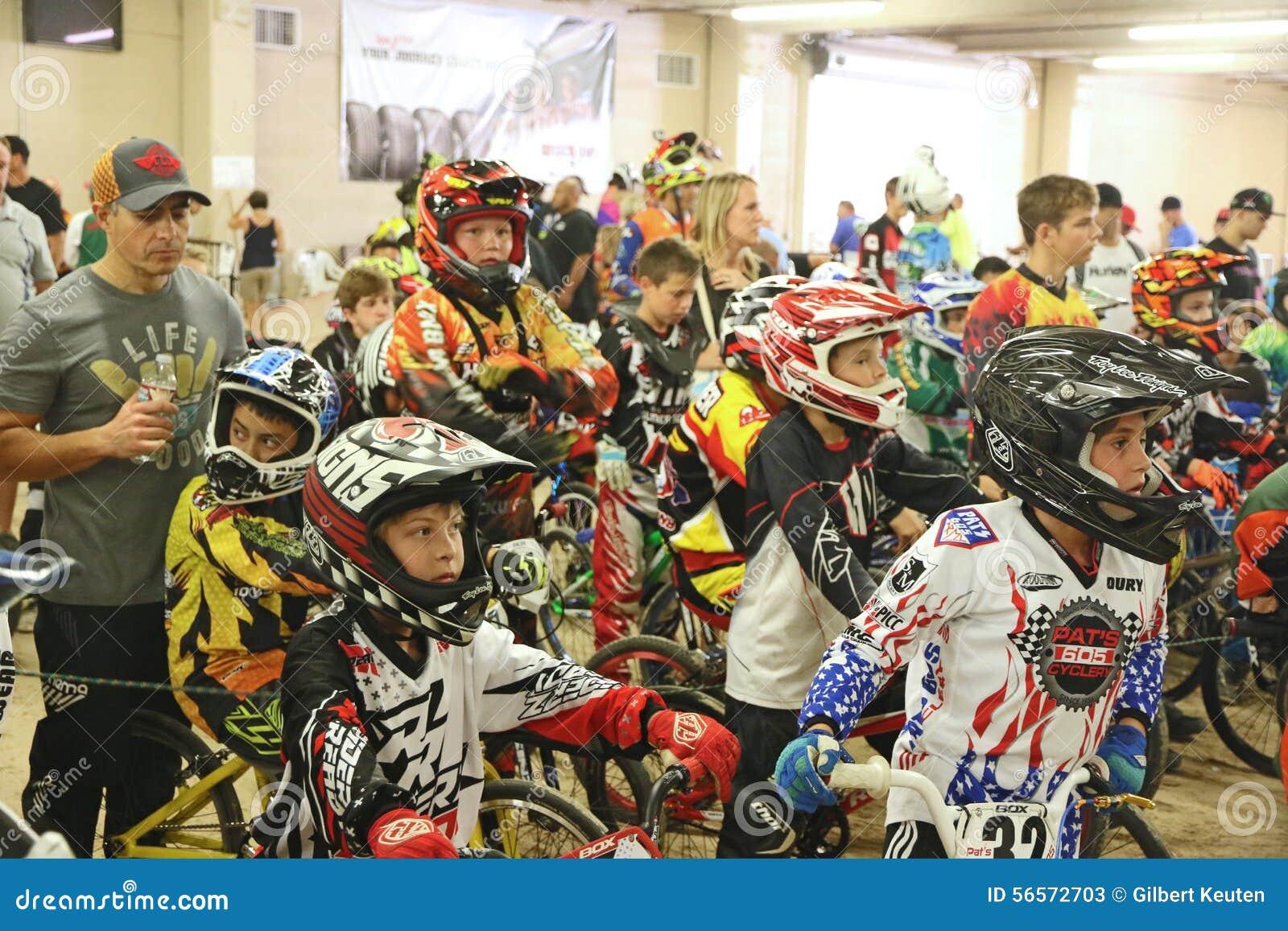 Download Ανταγωνιστές BMX εκδοτική στοκ εικόνες. εικόνα από γεγονός - 56572703