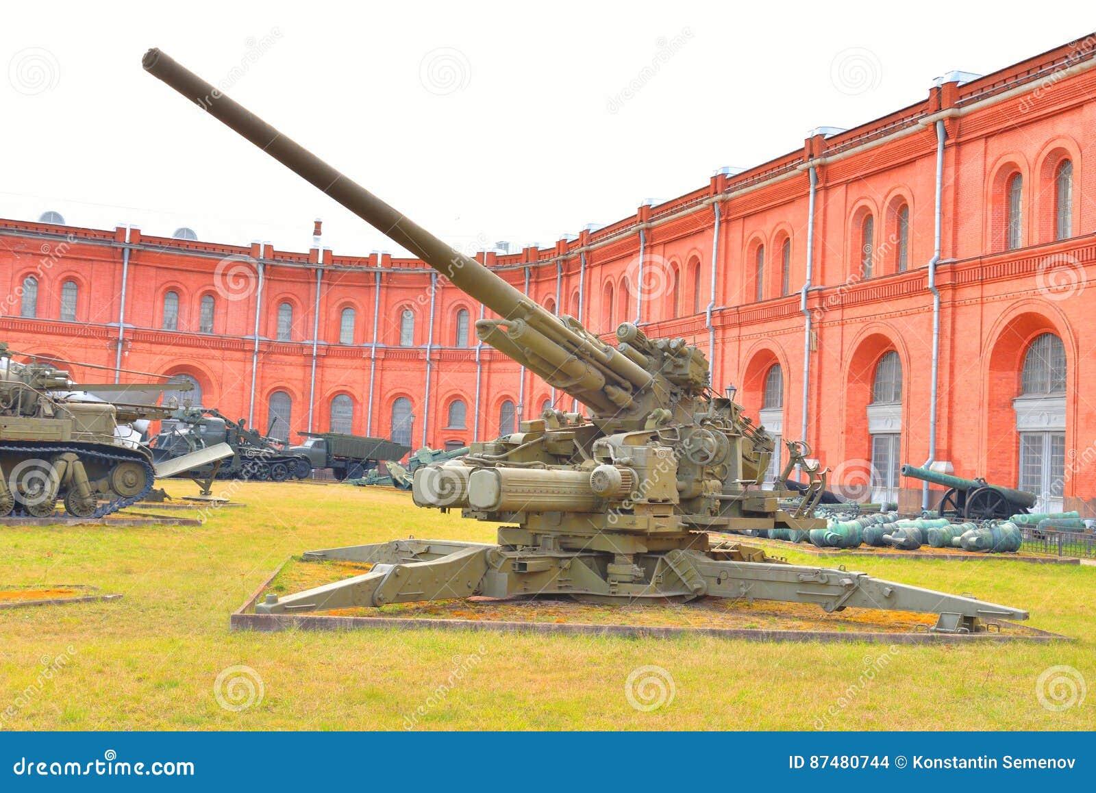 αντιαεροπορικό πυροβόλο όπλο ks-30 130mm στο στρατιωτικό μουσείο πυροβολικού