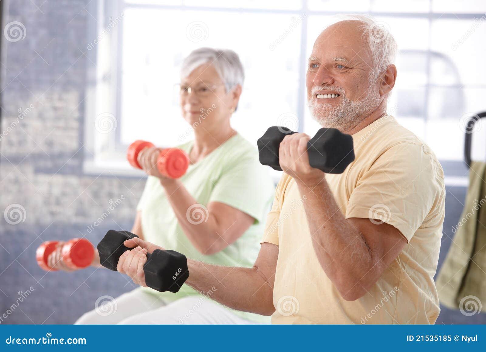 Ανώτεροι άνθρωποι στη γυμναστική