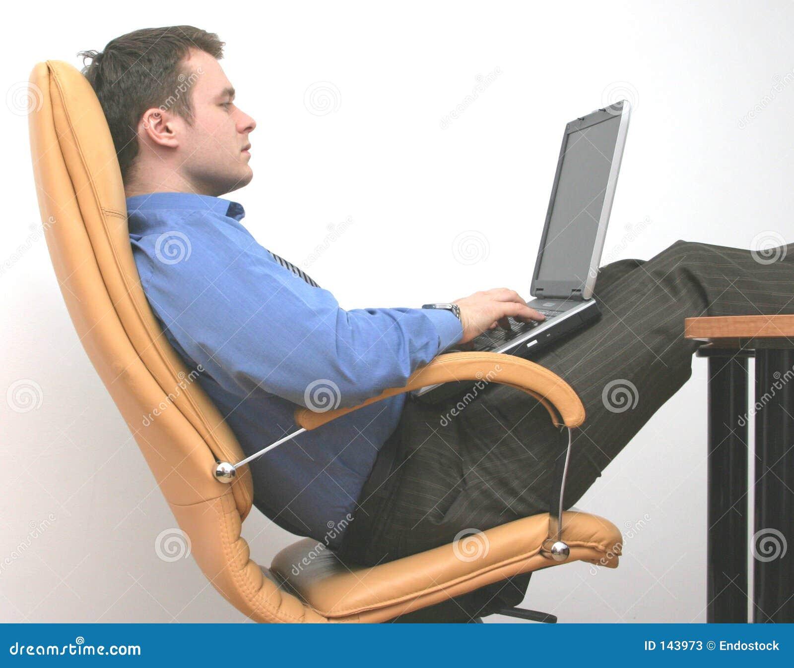 απασχολημένο εργατικό lap-top &si