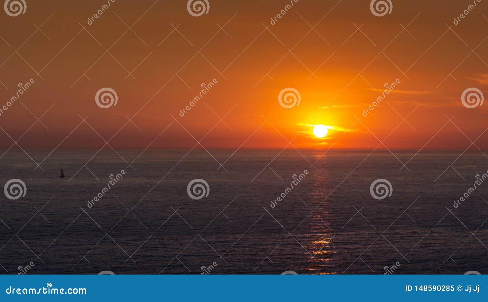 Απλό και όμορφο ηλιοβασίλεμα