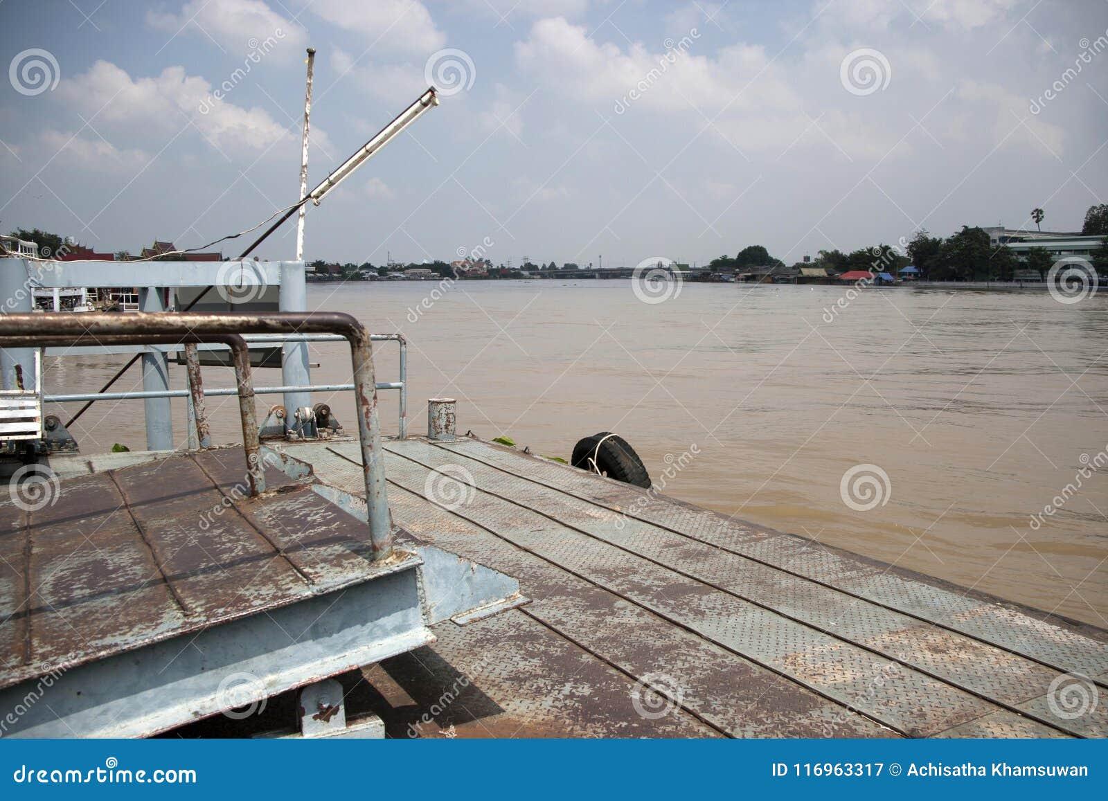 Αποβάθρα για την πρόσδεση ή πάκτωνας για την προσγείωση της βάρκας