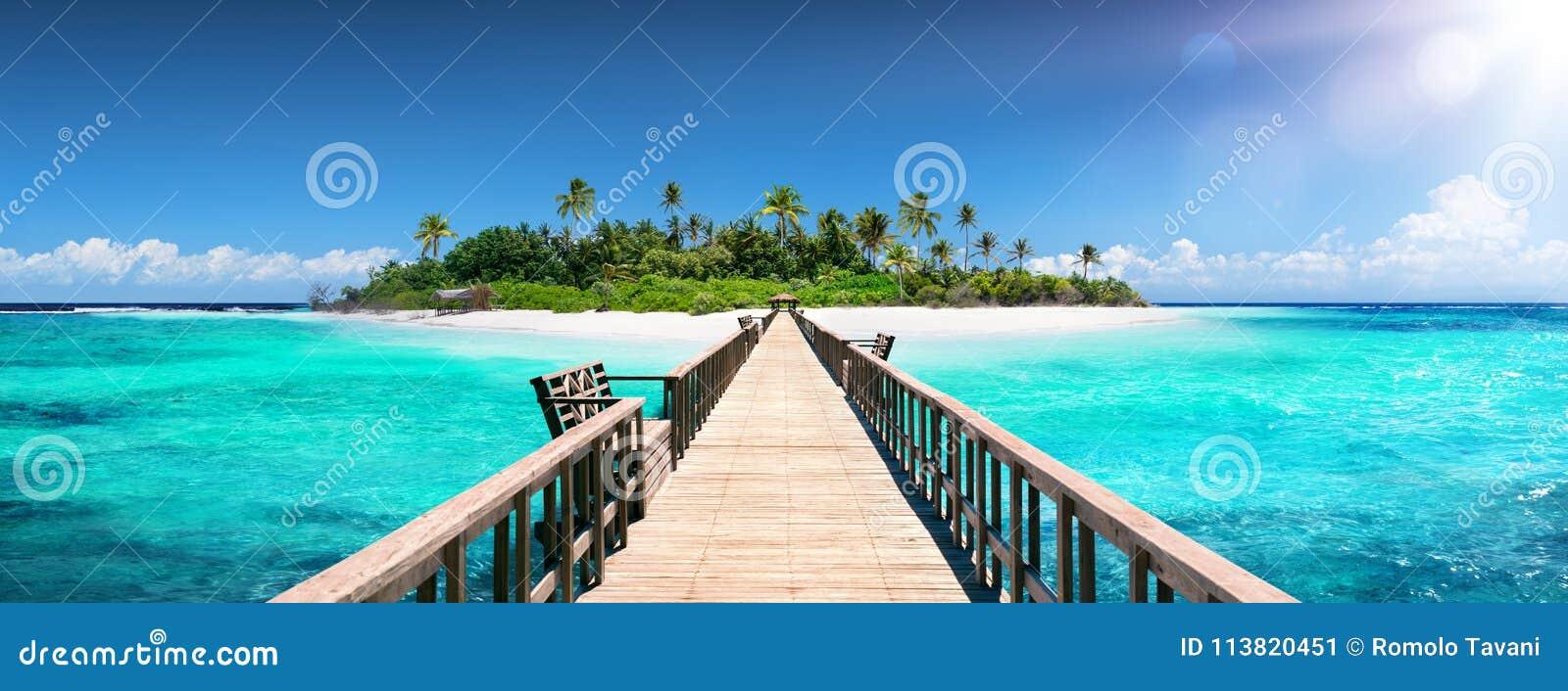 Αποβάθρα για το νησί παραδείσου - τροπικός προορισμός