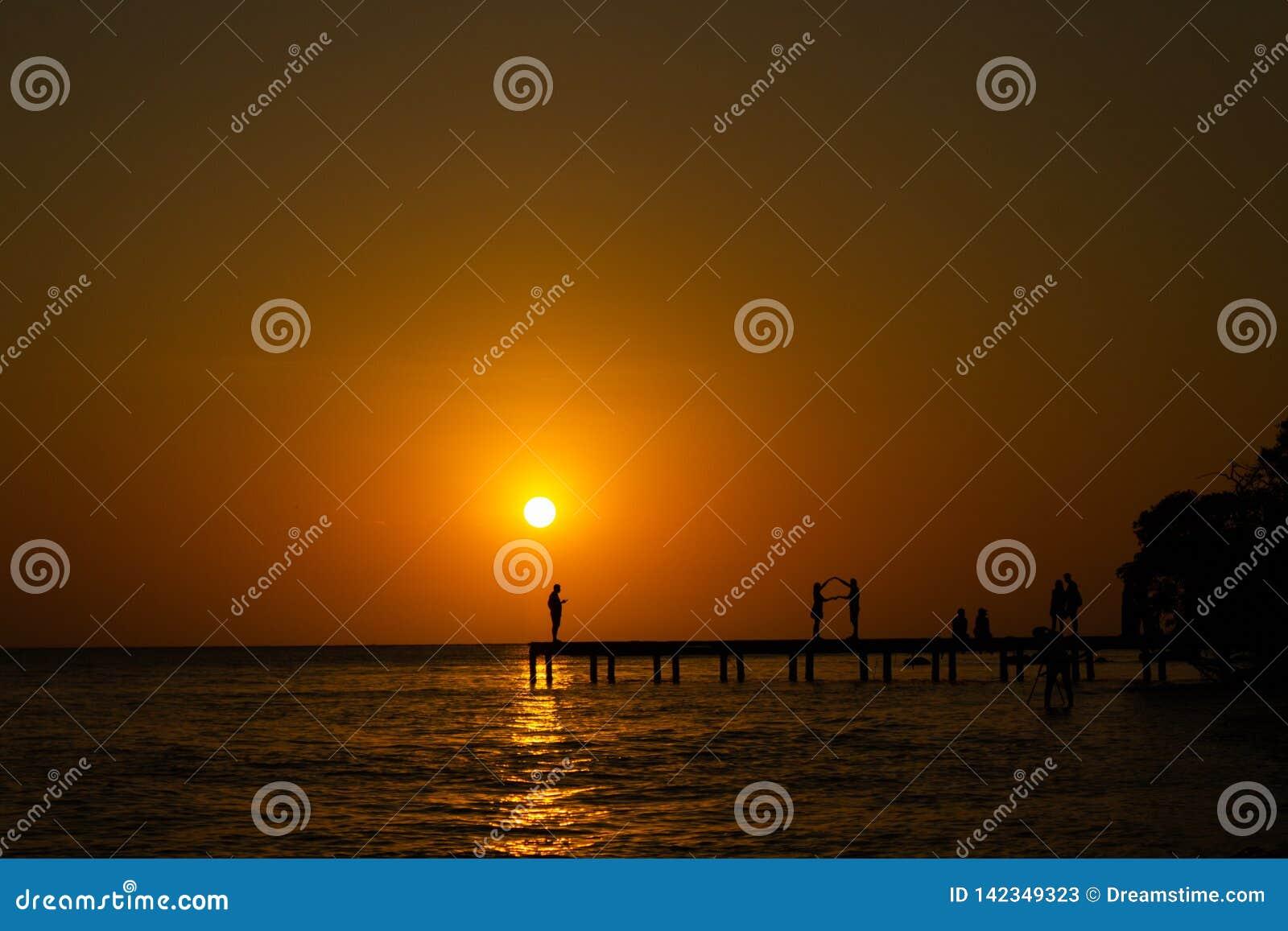 Αποβάθρα ηλιοβασιλέματος