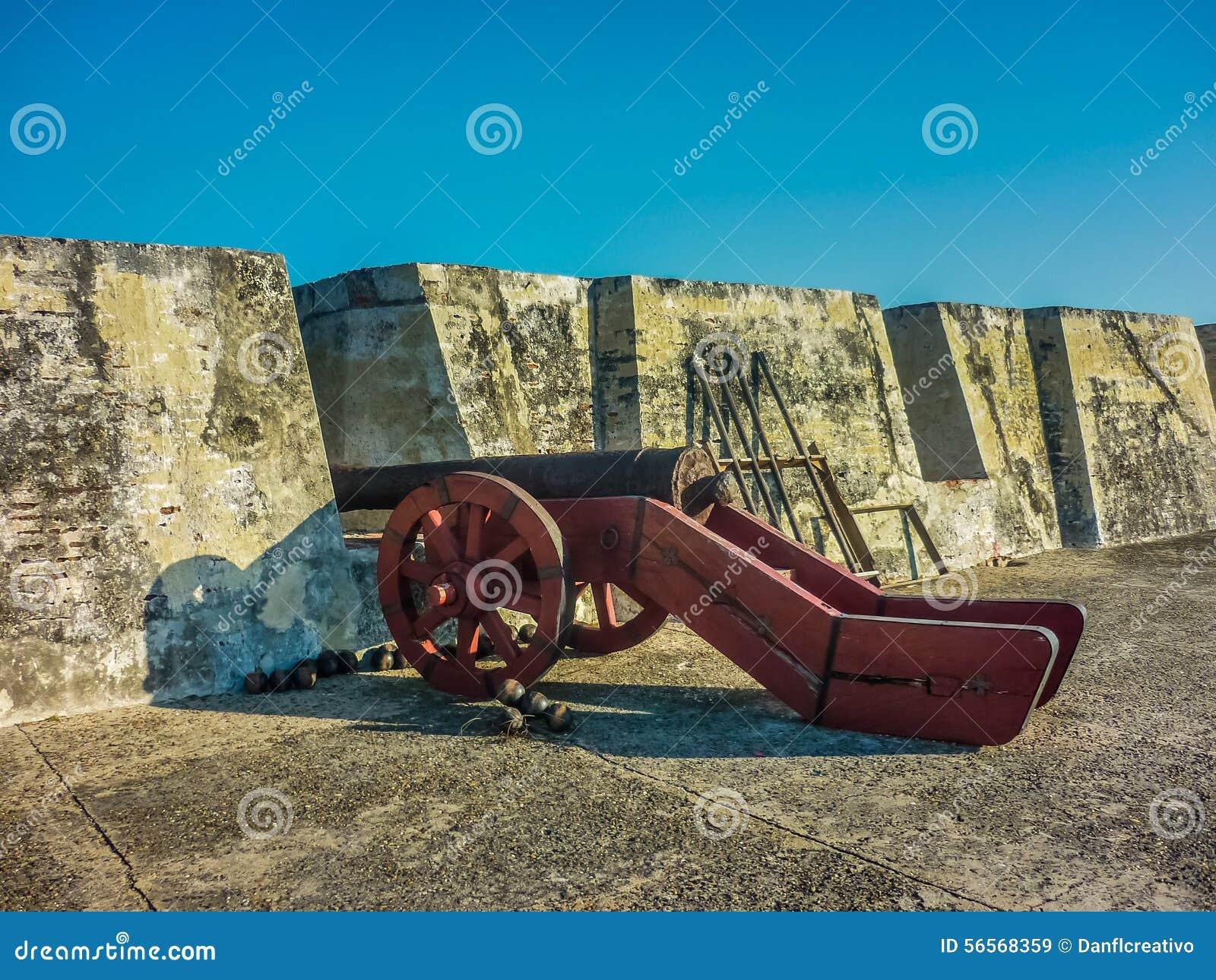 Download Αποικιακό πολεμικό αρχαίο πυροβόλο στο φρούριο της Καρχηδόνας Στοκ Εικόνα - εικόνα από οχύρωση, felipe: 56568359