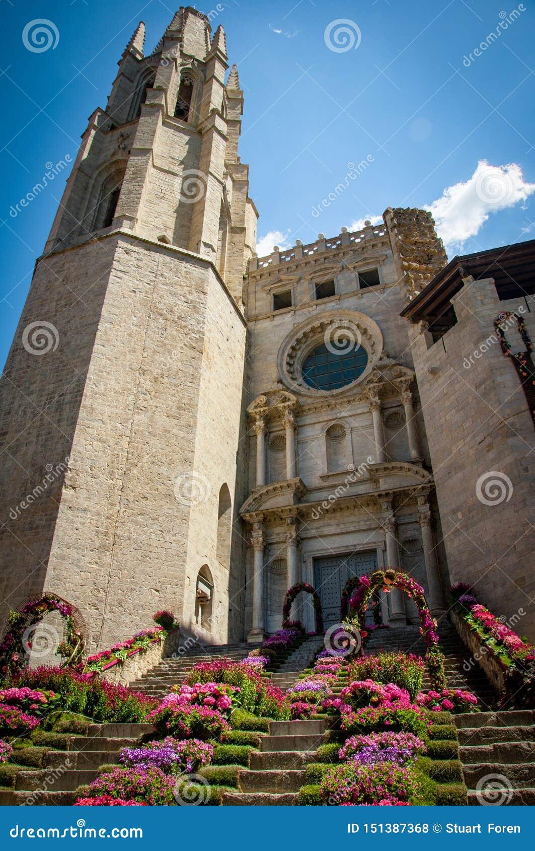 Απολύτως παραπαίουσα αρχιτεκτονική από την όμορφη πόλη Girona