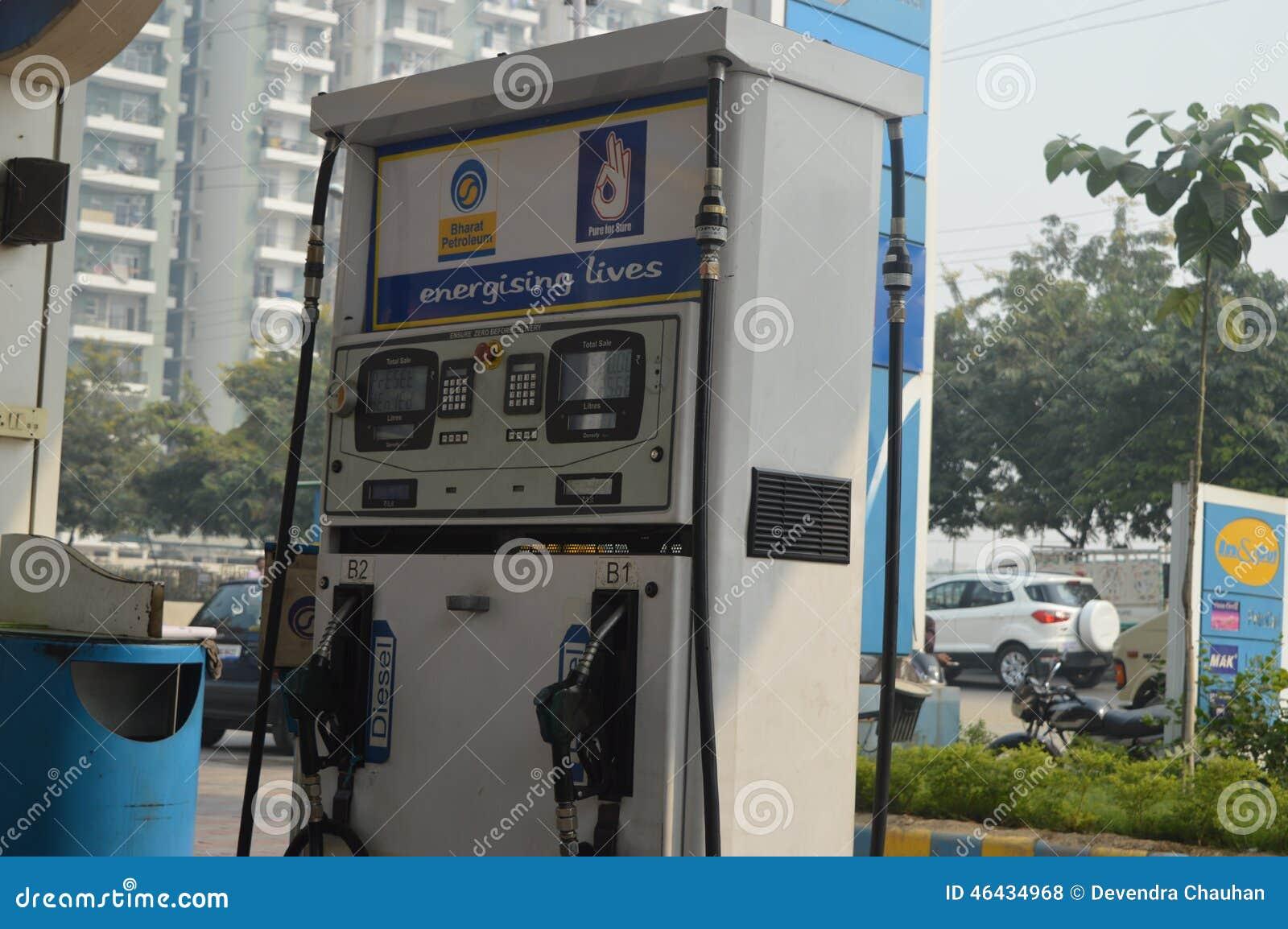 απομονωμένο λευκό αντλιών λεπτομέρειας αυτοκινήτων ανασκόπησης καύσιμα