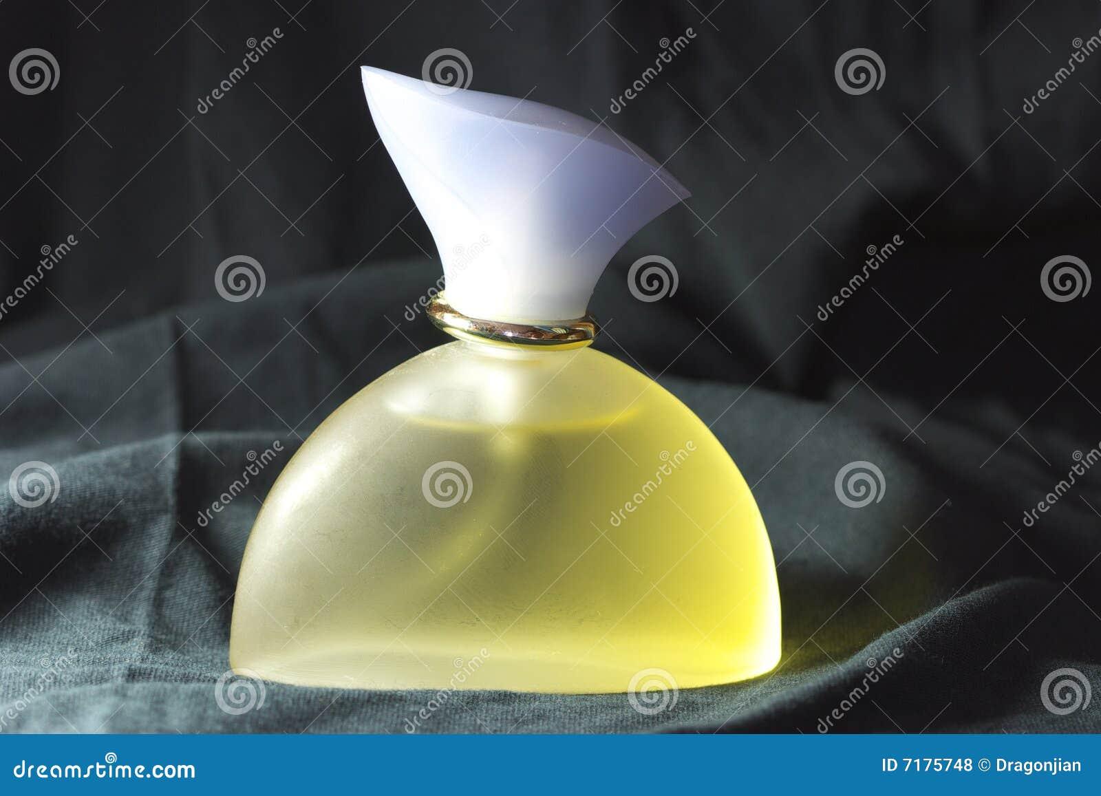 απομονωμένο μπουκάλι άρωμ&