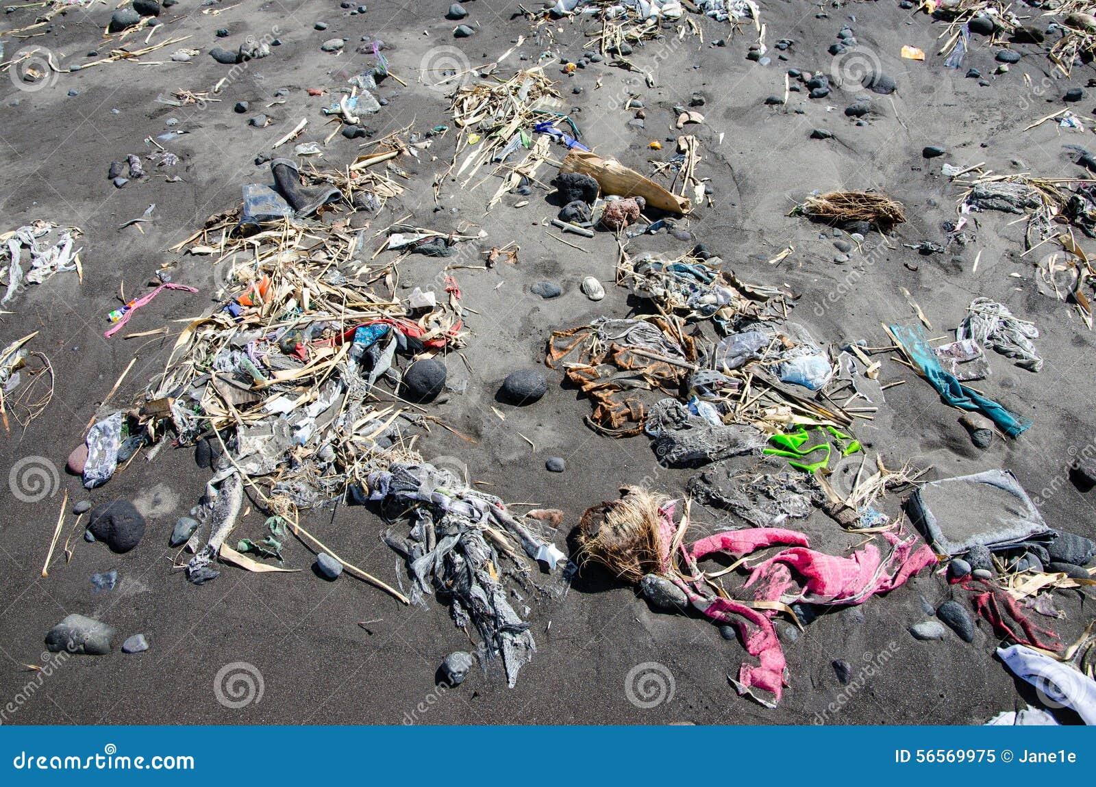 Download Απορρίμματα στην παραλία στοκ εικόνα. εικόνα από πτώση - 56569975