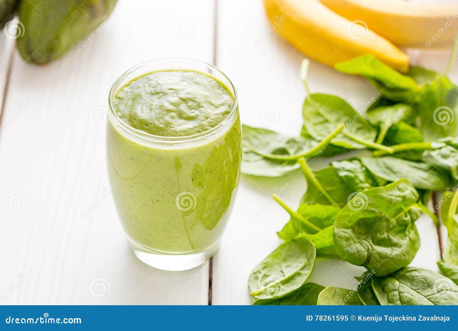 Απολύτως καταπληκτικός νόστιμος πράσινος κούνημα ή καταφερτζής αβοκάντο, που γίνεται με τα φρέσκα αβοκάντο, την μπανάνα, το χυμό