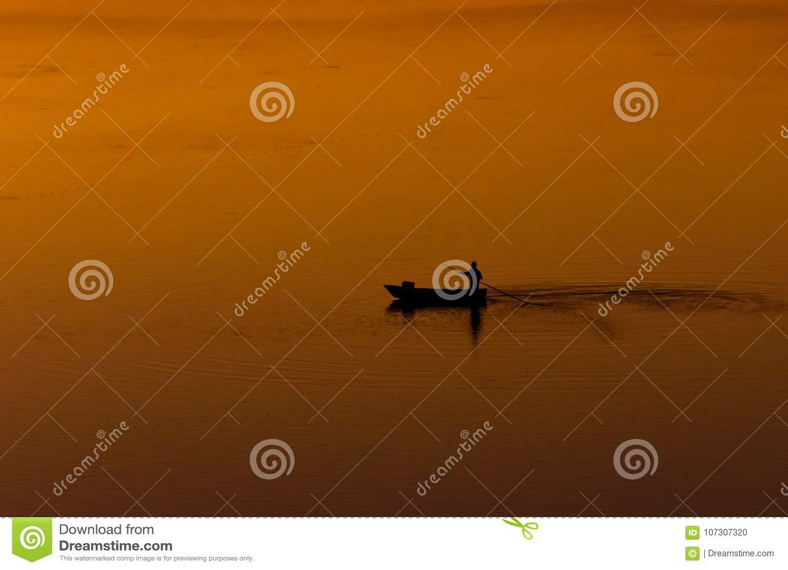 Απόμερος ψαράς στη λιμνοθάλασσα Saquarema