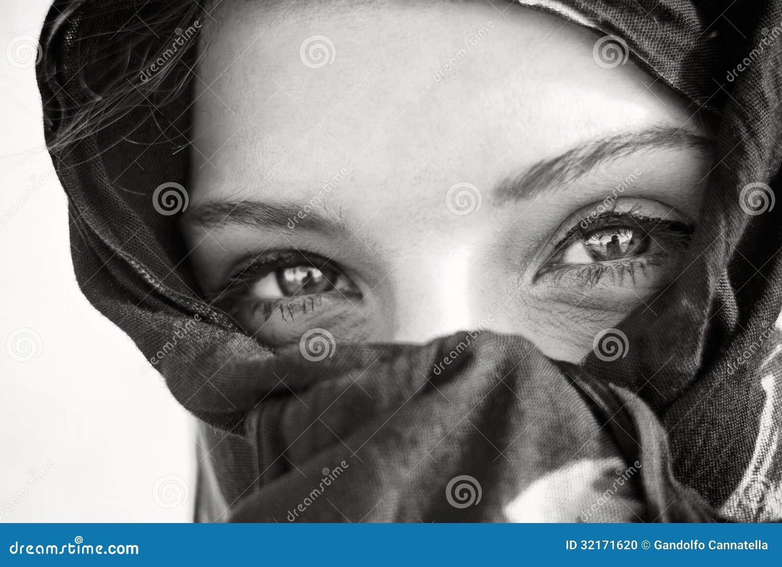 Αραβική κινηματογράφηση σε πρώτο πλάνο ματιών