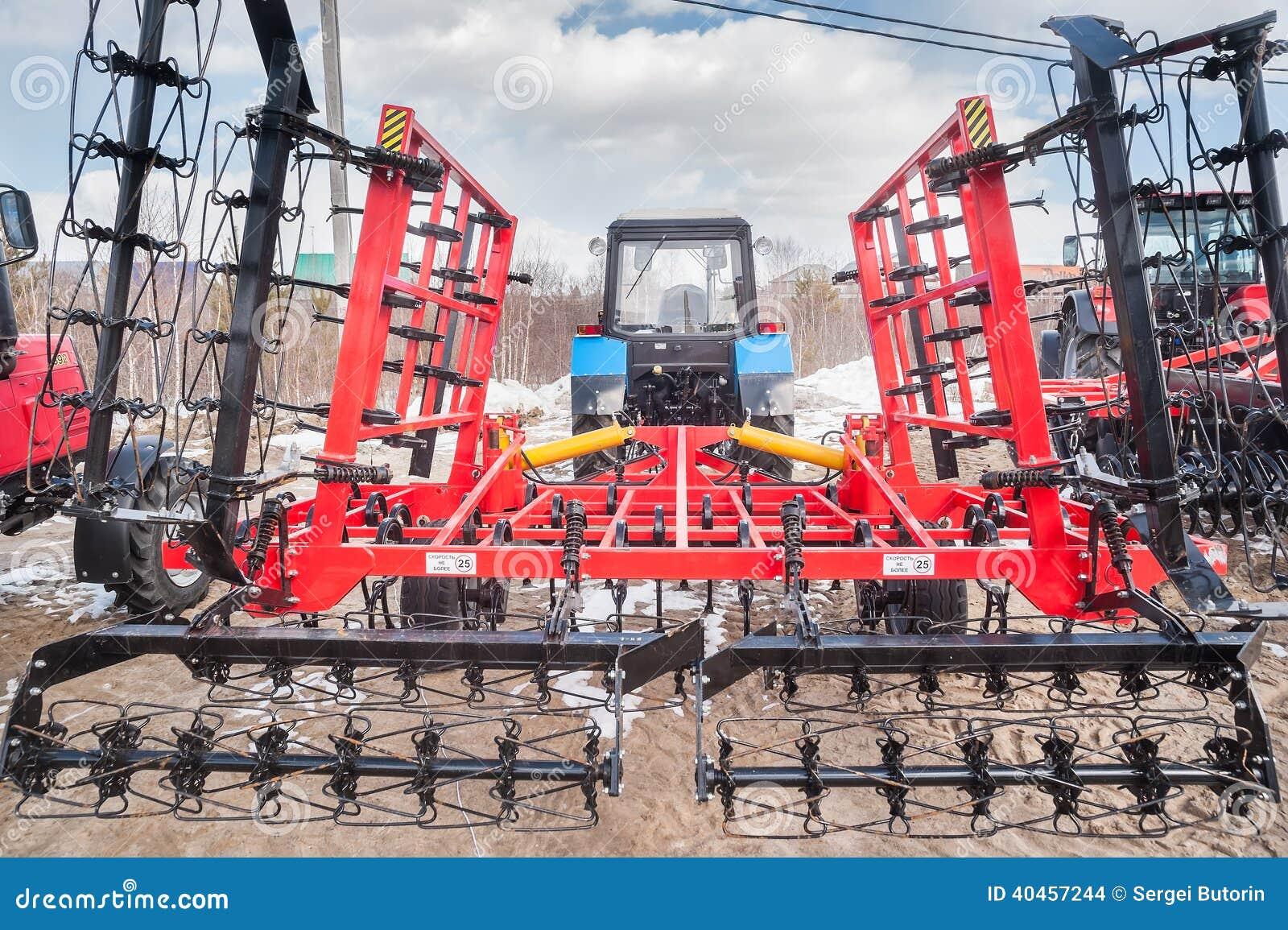 Αρθρωμένος εξοπλισμός για το τρακτέρ Tyumen Ρωσία
