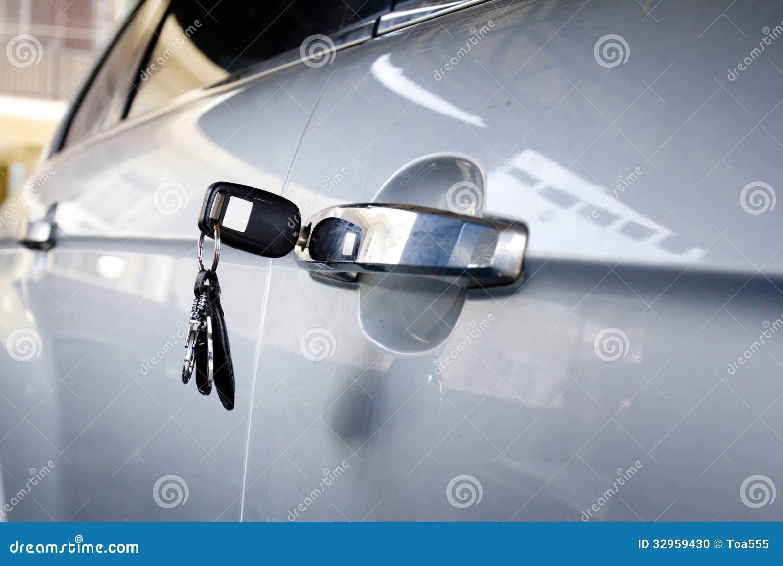 Αριστερό κλειδί στην πόρτα αυτοκινήτων