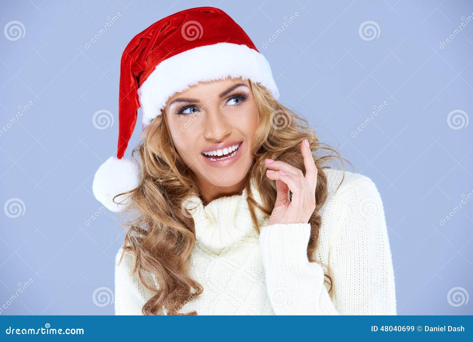 Αρκετά ευτυχής γυναίκα με το κόκκινο καπέλο Santa