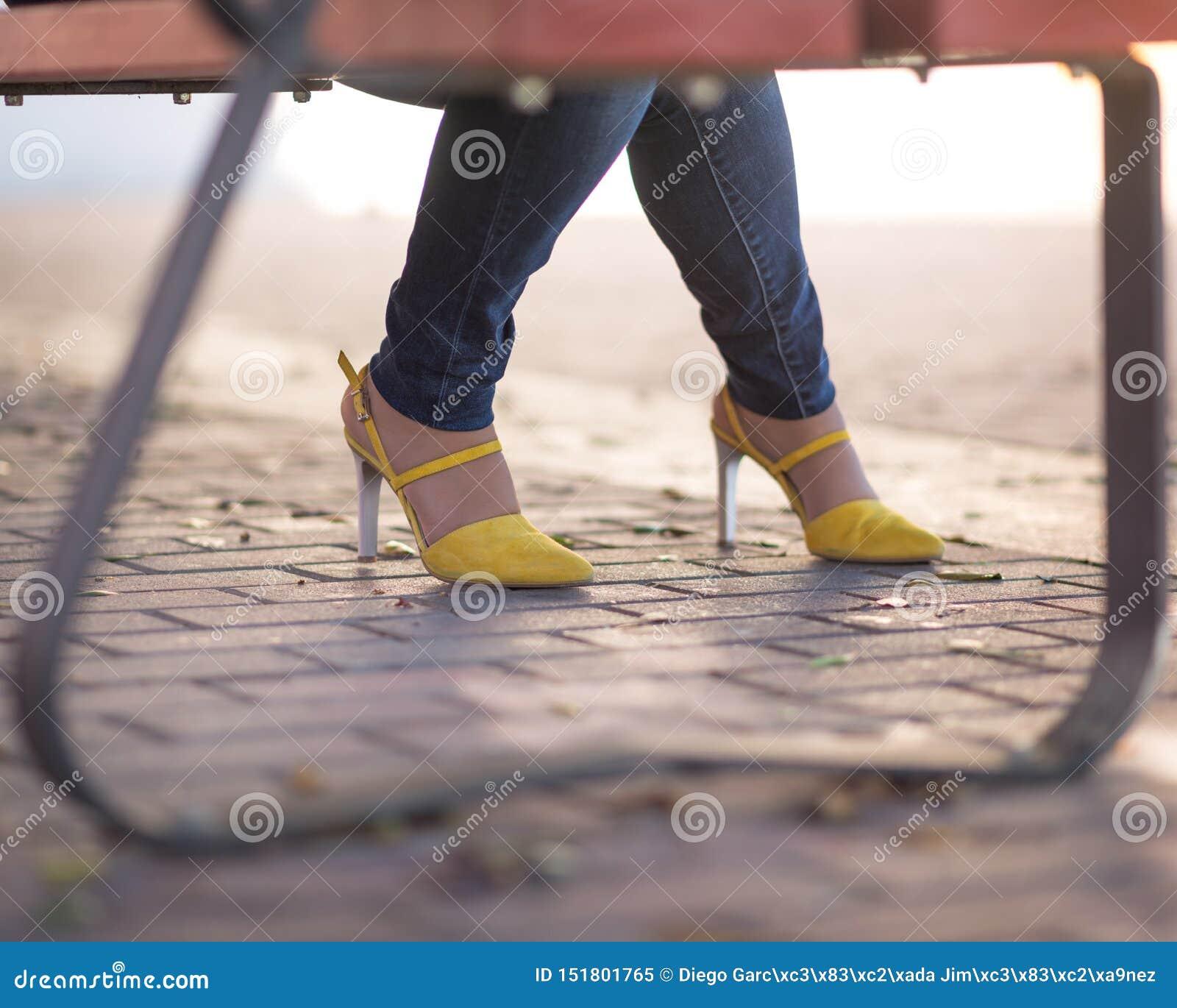 Αρκετά κίτρινα παπούτσια
