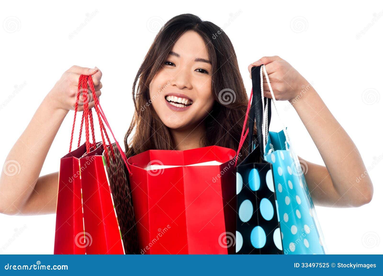 811ae2a990 Αρκετά νέες κινεζικές τσάντες αγορών εκμετάλλευσης κοριτσιών Στοκ ...
