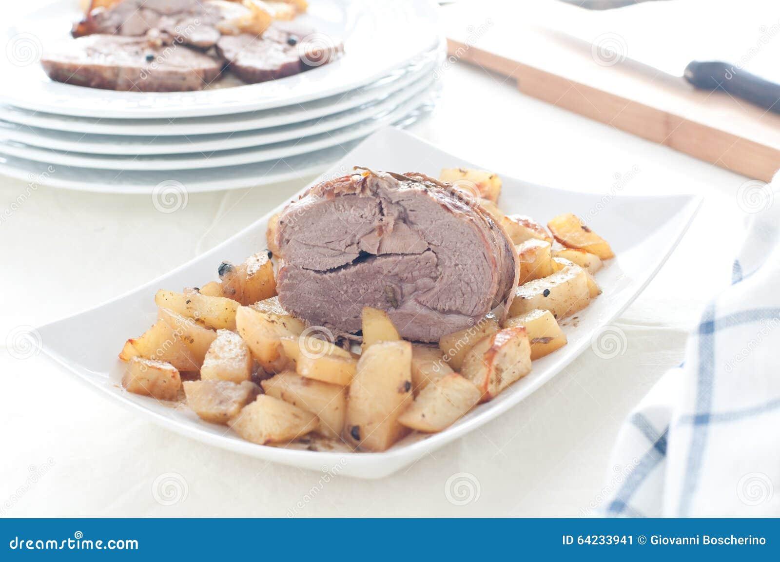 Αρνί ψητού με τις ψημένες πατάτες
