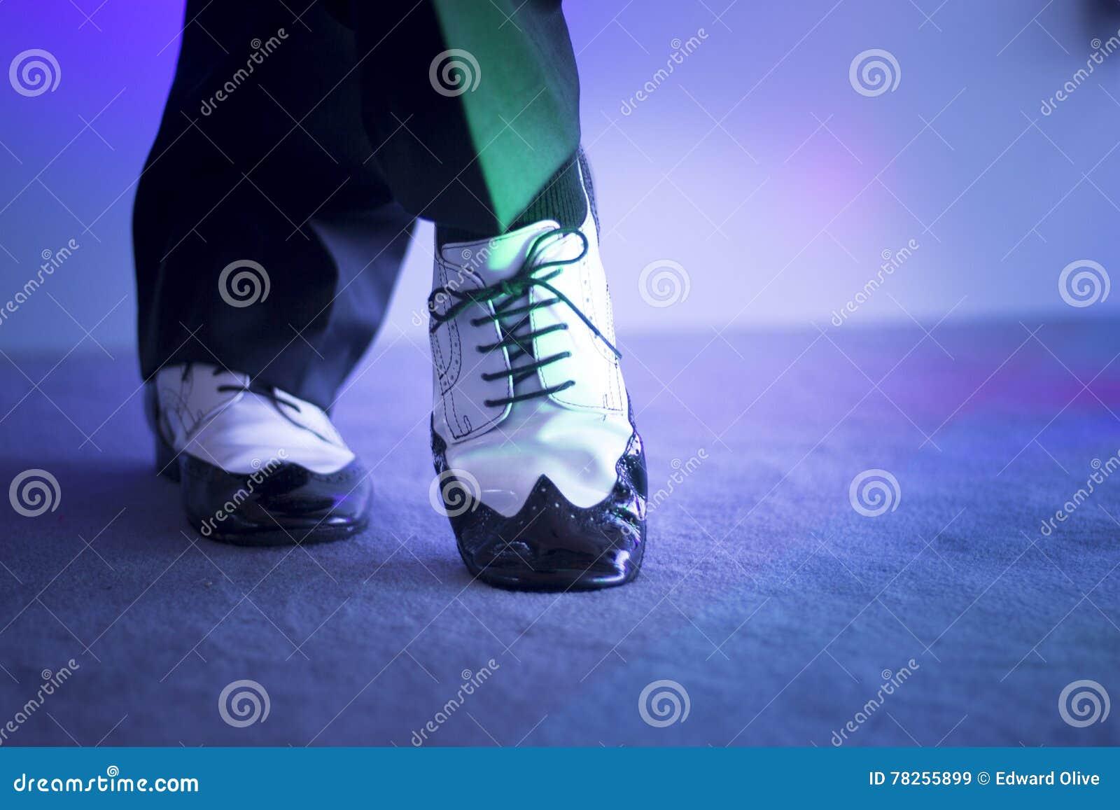 Αρσενικά χορεύοντας παπούτσια χορευτών