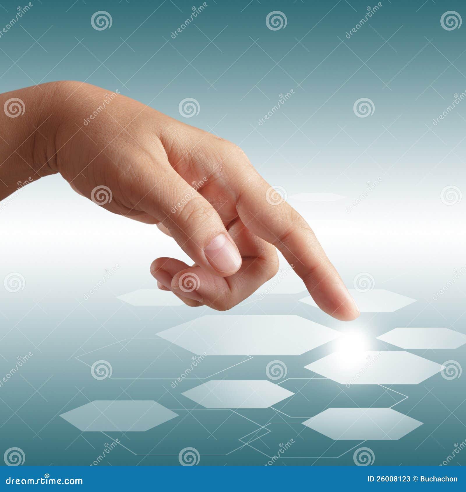 Αρσενικό χέρι που ωθεί στη διαπροσωπεία οθόνης αφής