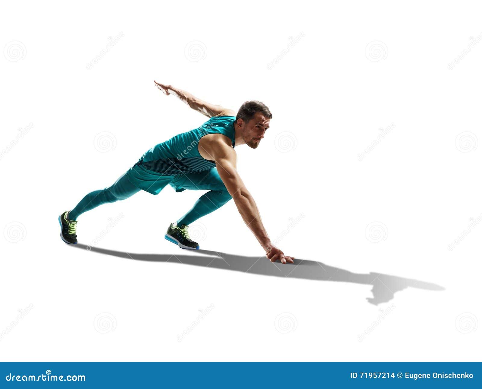 Αρσενικό sprinter που τρέχει στο απομονωμένο υπόβαθρο