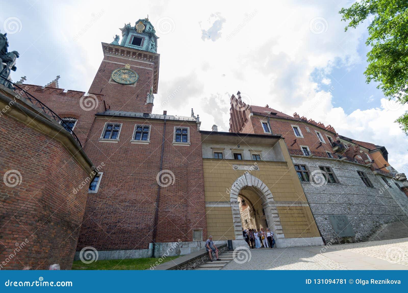 Αρχαία πρόσοψη της χτίζοντας πόλης Wawel Castle της Κρακοβίας Πολωνία