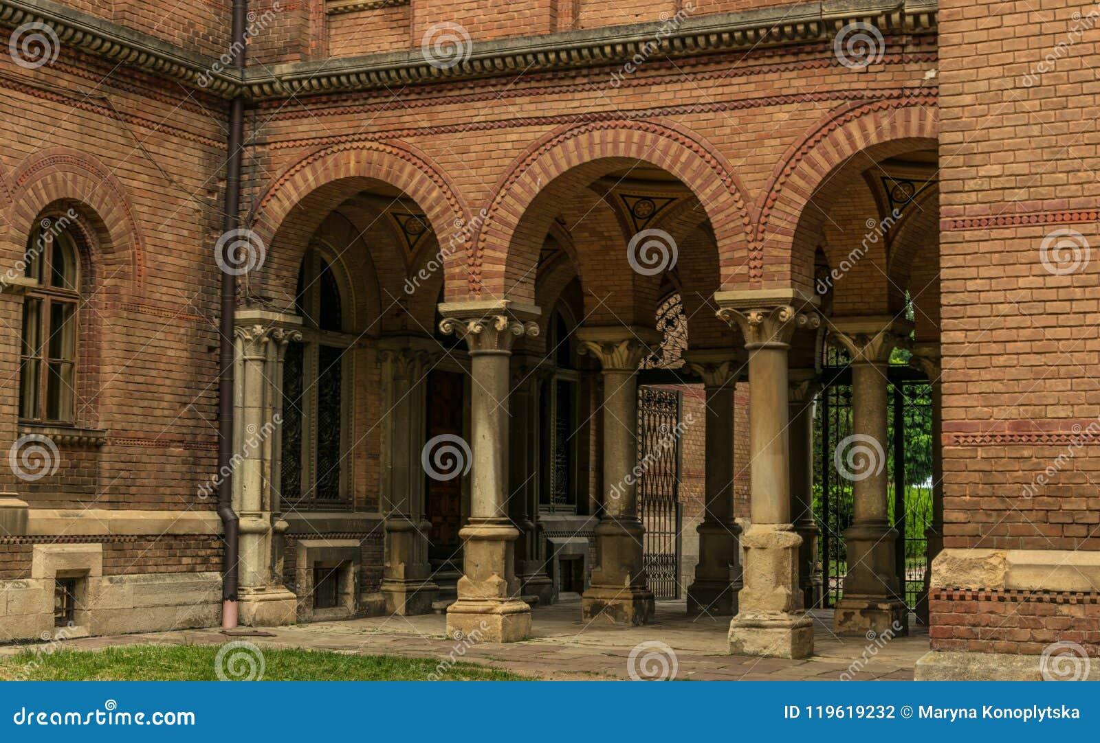 Αρχαίες πανεπιστήμιο και Ορθόδοξη Εκκλησία στην πόλη Chernivtsi, Ουκρανία