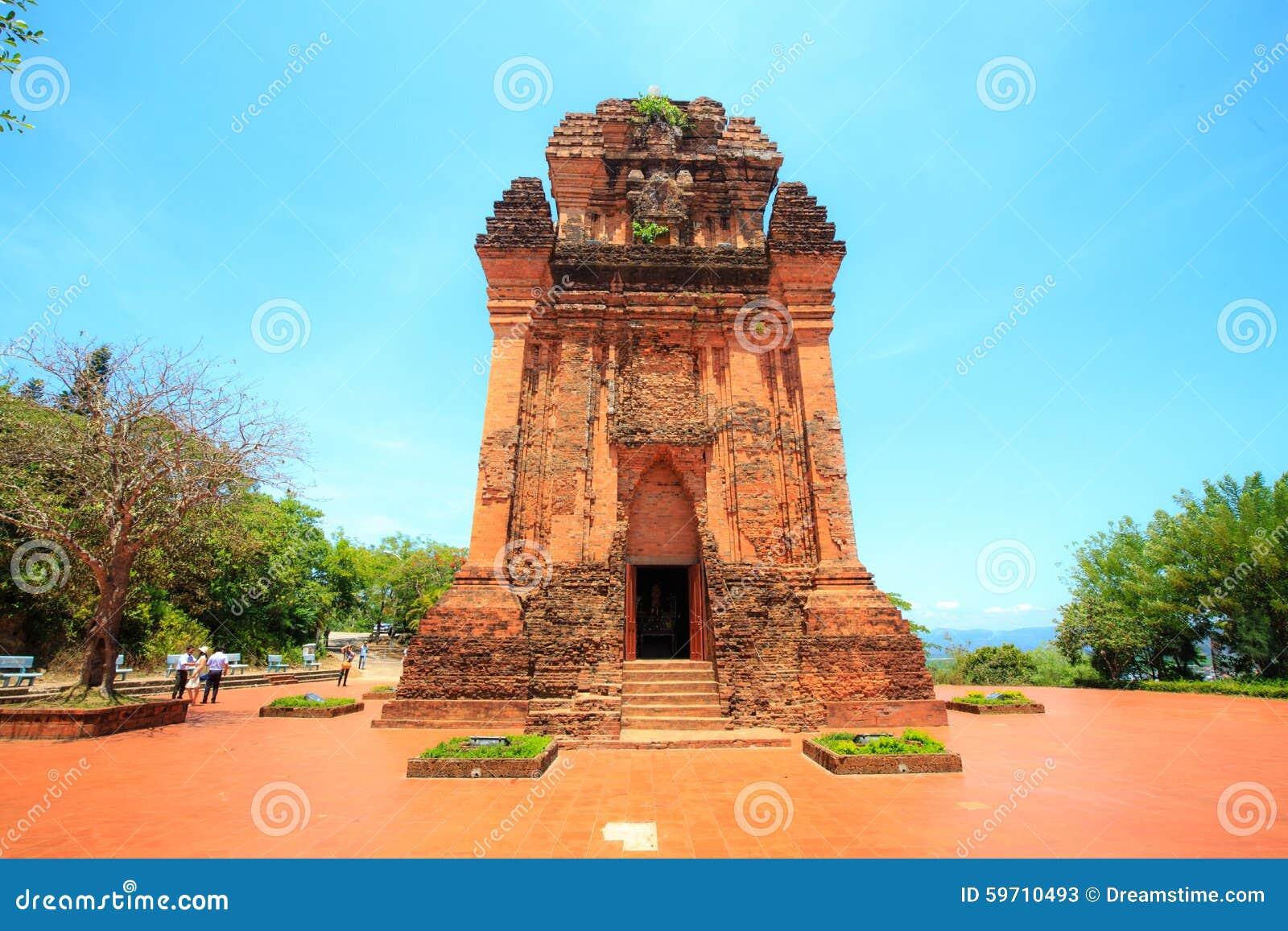 Αρχαίοι ναοί των ανθρώπων Cham στην επαρχία γεν Phu, Βιετνάμ