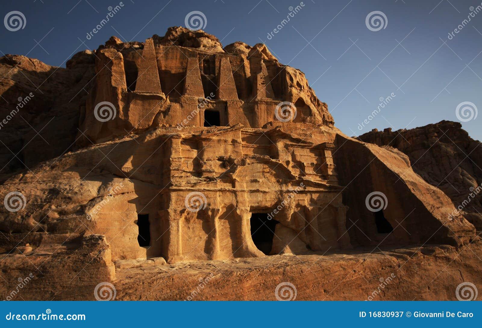 αρχαίοι τάφοι