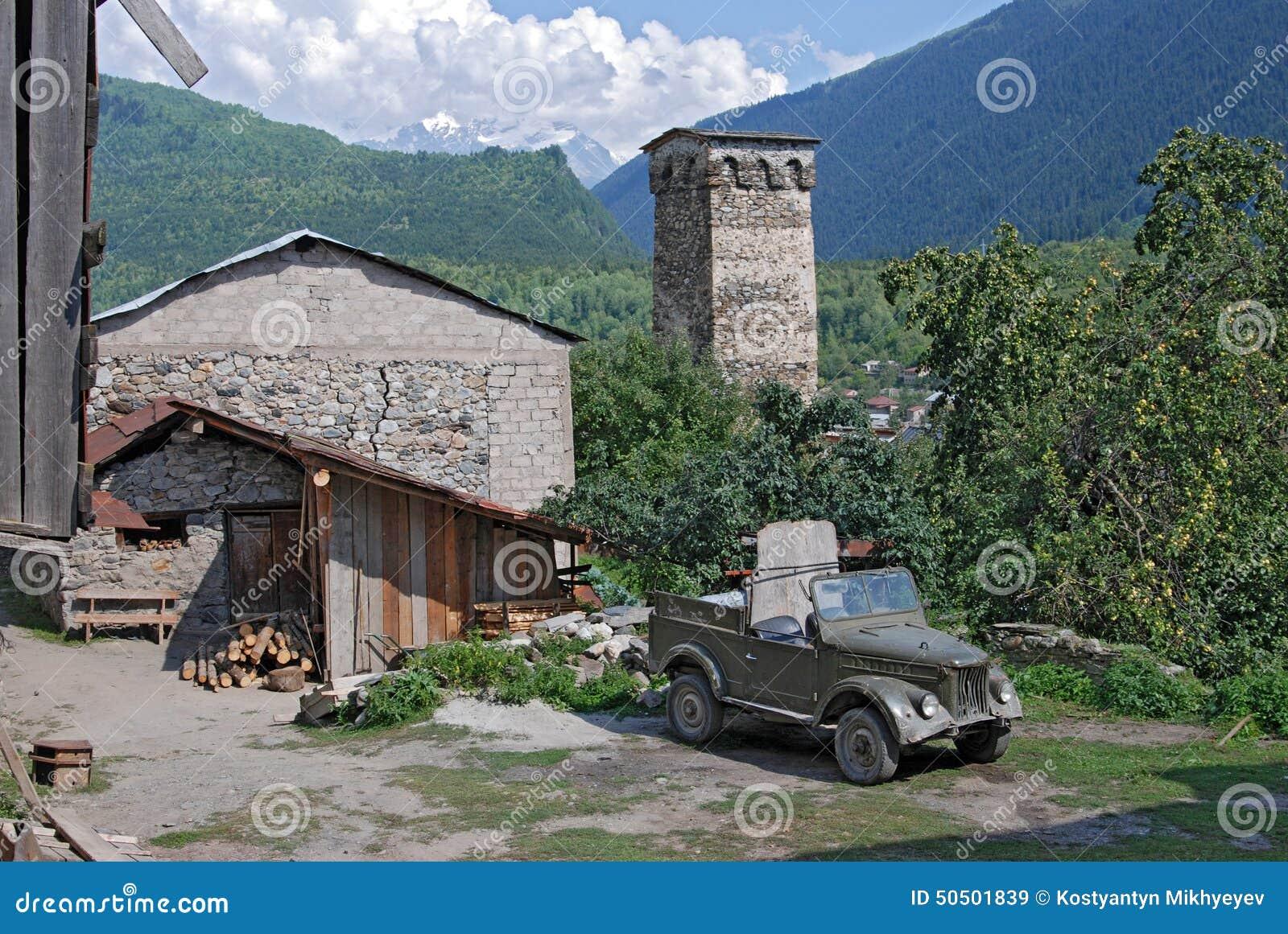 Αρχαίος πύργος στο ορεινό χωριό Svaneti Γεωργία Mestia
