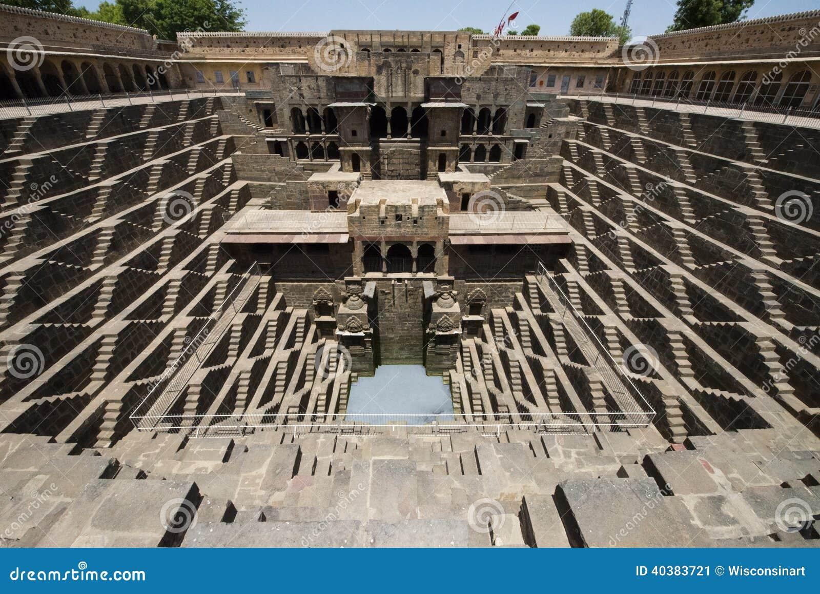 Αρχαίο βήμα καλά, έλξη ταξιδιού τουριστών στην Ινδία