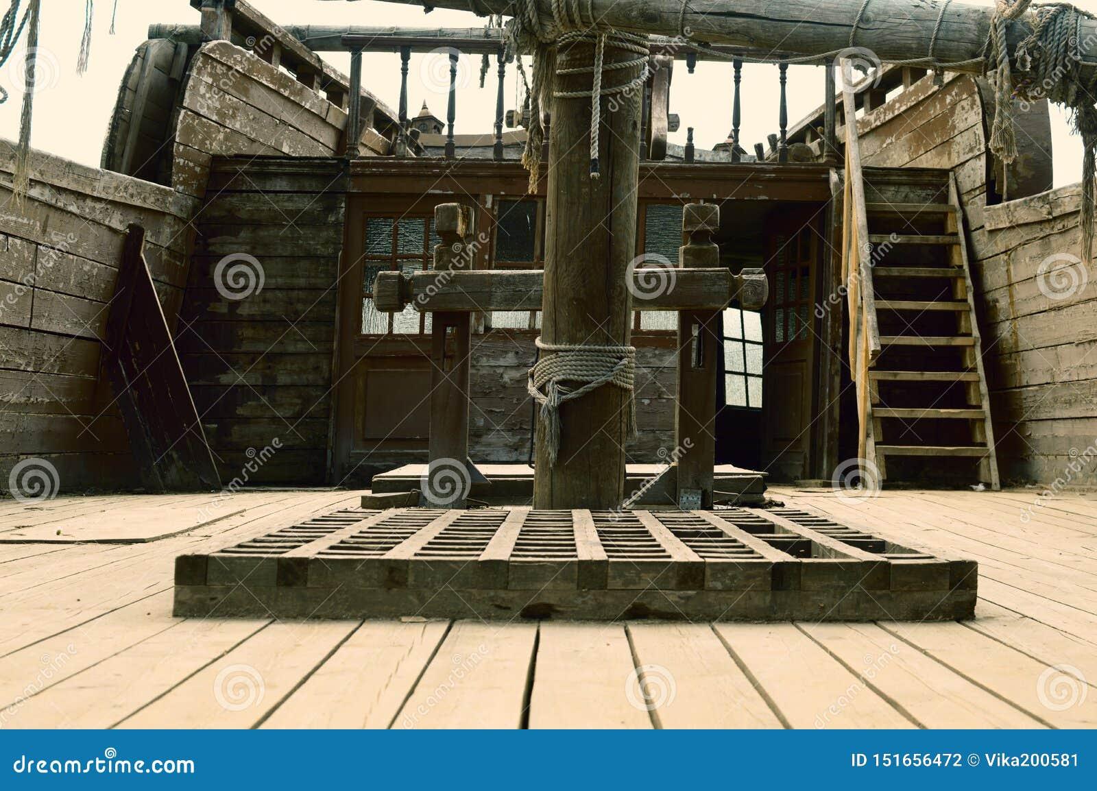 Αρχαίο ξύλινο σκάφος πειρατείας