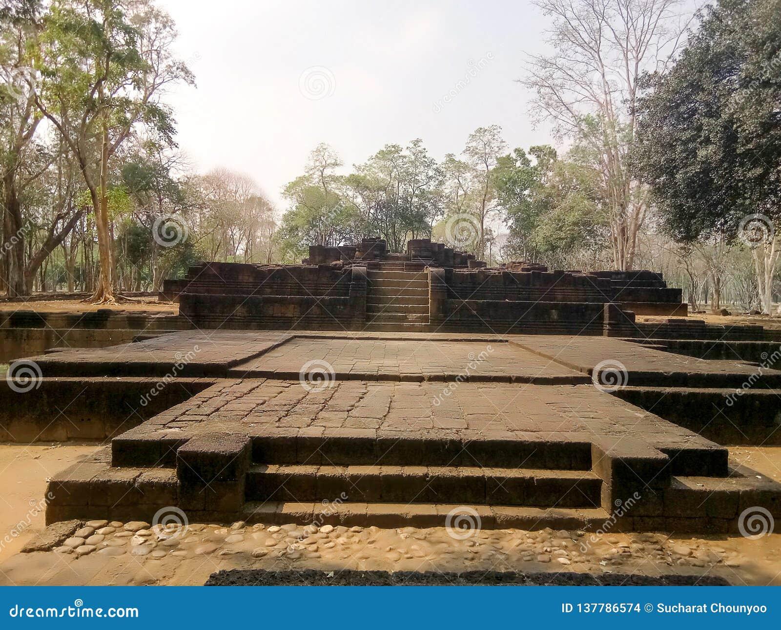 Αρχαιολογική περιοχή Hin Phimai Prasat στην Ταϊλάνδη