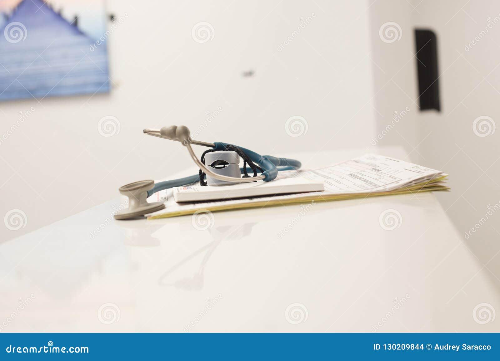Αρχεία και στηθοσκόπιο ενός ασθενή
