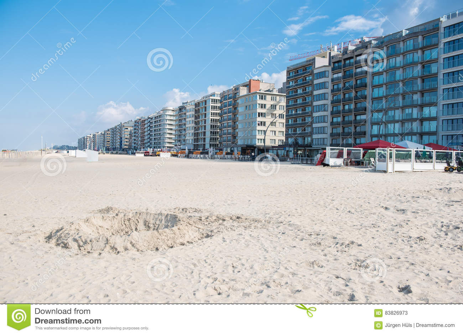 Αρχιτεκτονική σε Koksijde από την παραλία της Βόρεια Θάλασσας