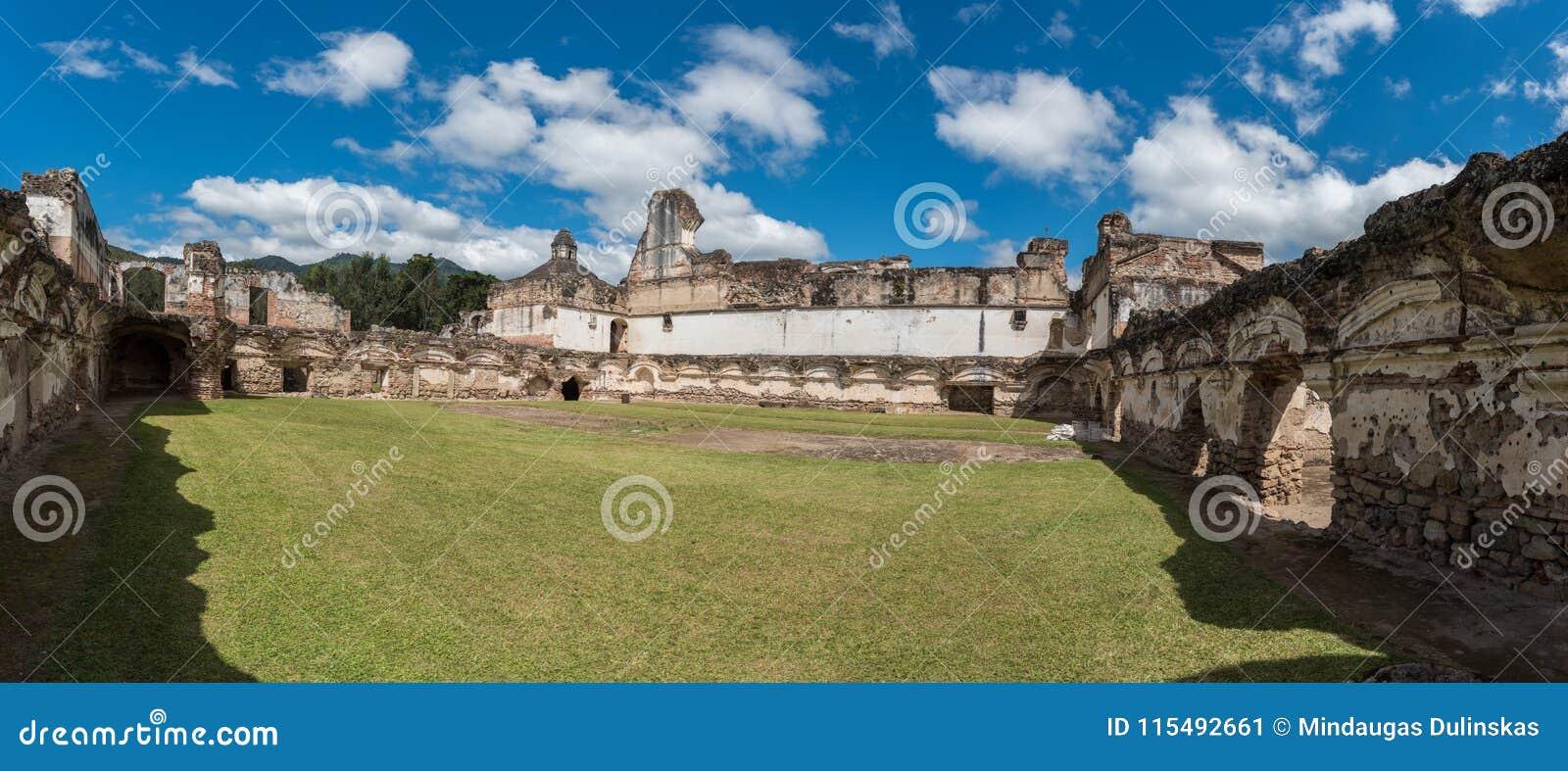 Αρχιτεκτονικός σύνθετος Λα Recoleccion στη Αντίγκουα, Guetemala Είναι μια προηγούμενη εκκλησία και το μοναστήρι της διαταγής ανακ