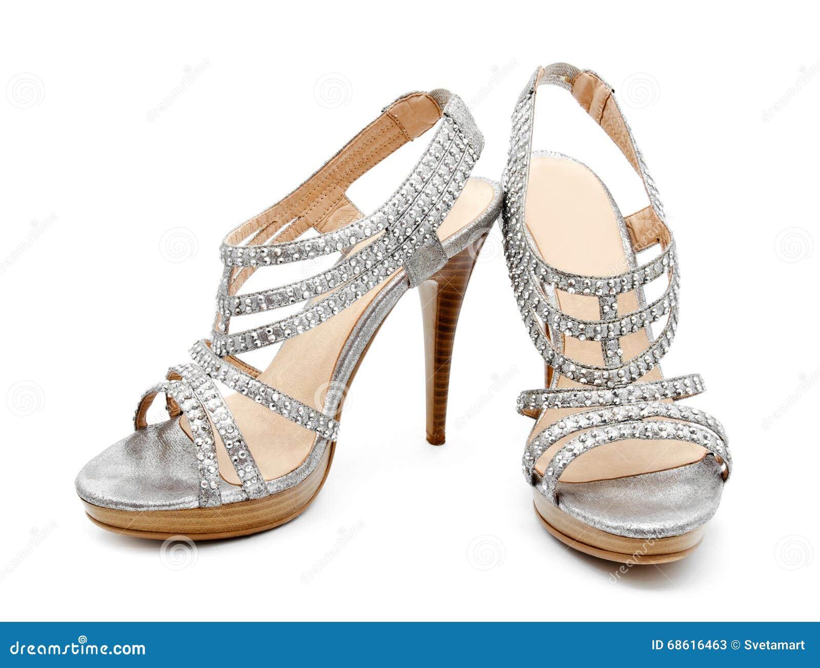 dff53fc60ec Ασημένιο υψηλό παπούτσι γυναικών τακουνιών που απομονώνεται Στοκ ...