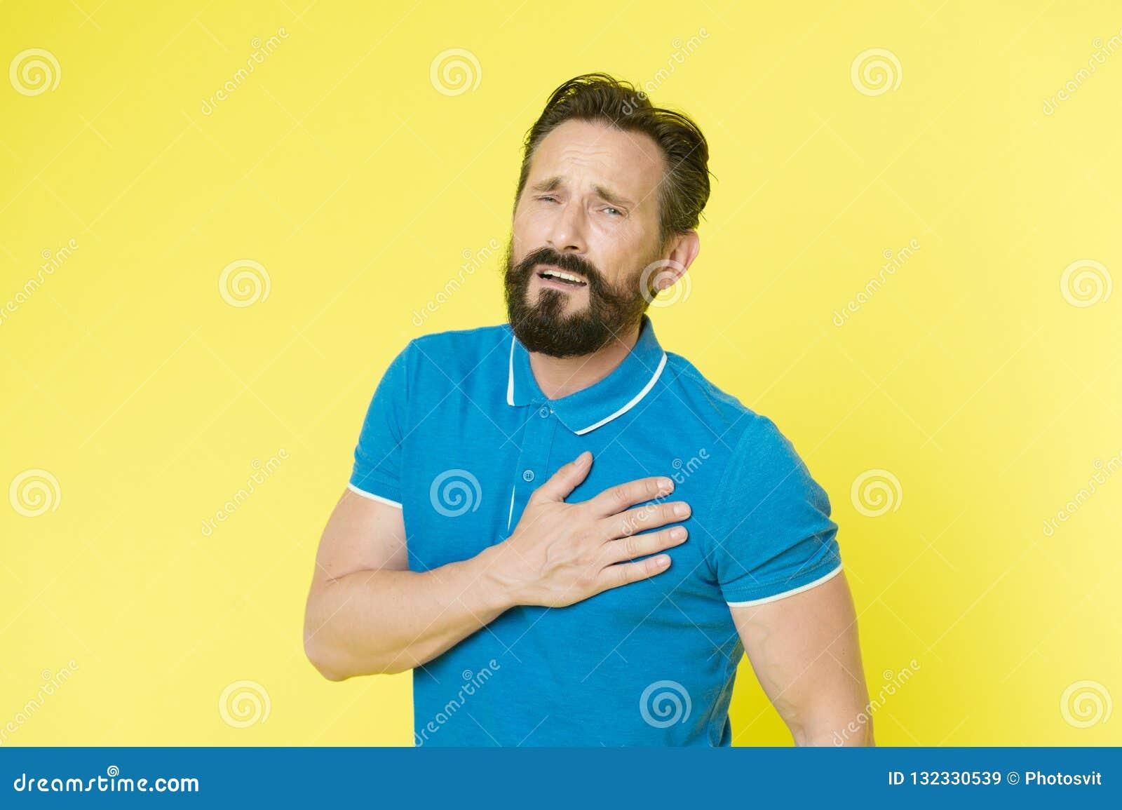 Ασθένεια καρδιολογίας Επίπονο πρόσωπο αθλητικών τύπων ατόμων το ώριμο αισθάνεται άσχημα το πρόβλημα ποσοστού καρδιών Η υγεία προβ