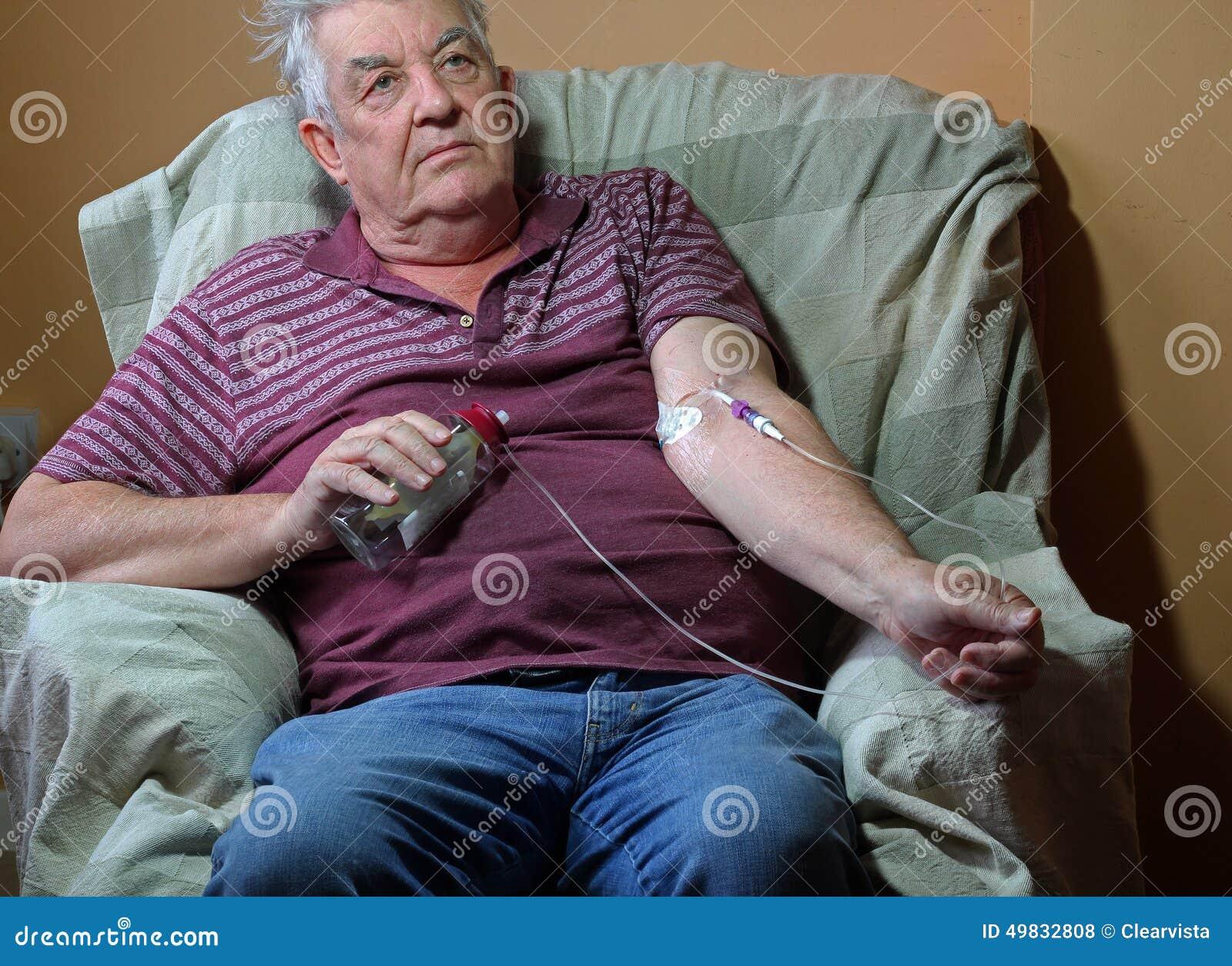 Ασθενής με καρκίνο, χημειοθεραπεία μέσω της γραμμής picc στο σπίτι